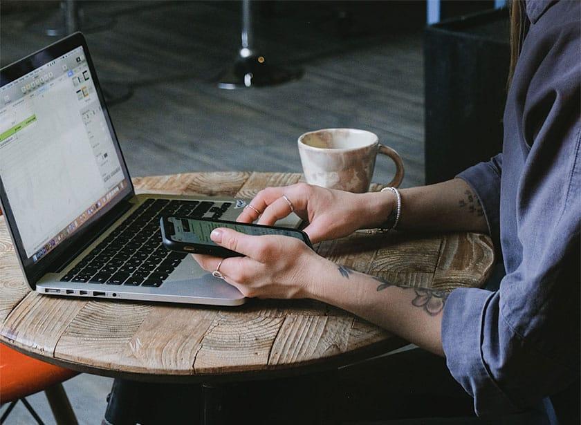 publishing photos online using a laptop